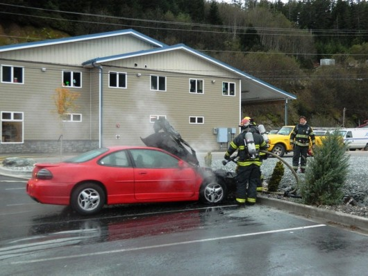 Nobody injured in car fire at library parking lot
